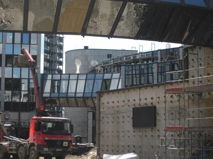 Dusseldorf, verbouwing voormalig Thyssen Trade Center tot woningbouwcomplex